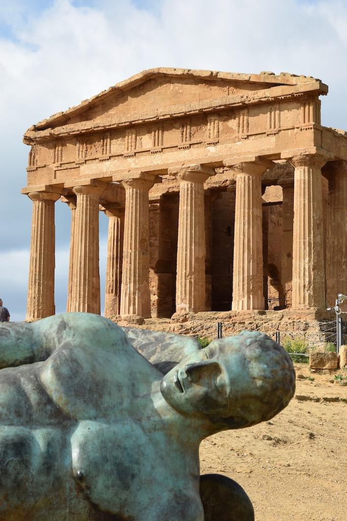 Tempel von Agrigent mit Figur